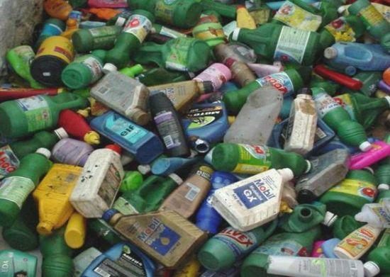 Resultado de imagem para embalagens plásticas na natureza